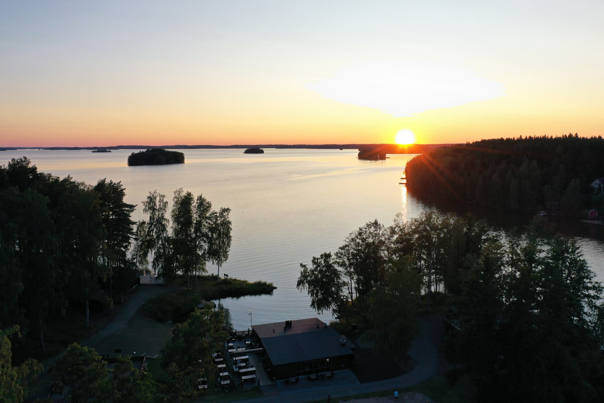 Petays Resort auringonlasku
